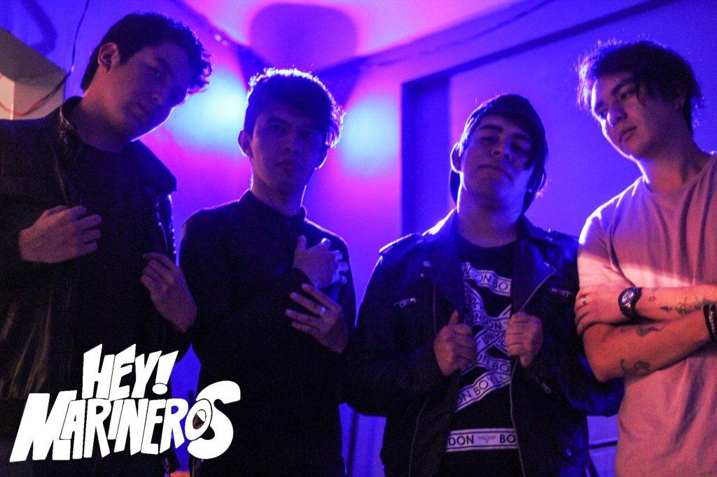 Hey Marineros esta compuesta por: Aarón (voz),  Rojo (bajo), David (bateria) y Adrian (guitarra)